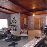 Casa no Garrafão com salão de 70 m2 e quatro quartos, sendo duas suítes
